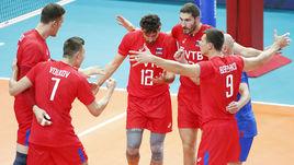 Среда. Бари. Россия – Австралия – 3:0. Игроки российской команды празднуют выигранное очко.
