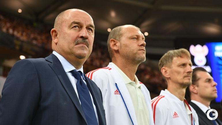 Станислав Черчесов (слева).