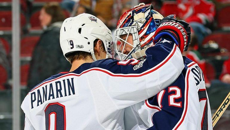 Артемий Панарин и Сергей Бобровский. Фото НХЛ