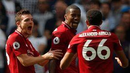 """15 сентября. Лондон. """"Тоттенхэм"""" - """"Ливерпуль"""" - 1:2. Футболисты """"Ливерпуля"""" празднуют пятую победу подряд."""