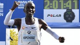 Прорыв в марафоне! Кениец перебил рекорд мира более чем на минуту