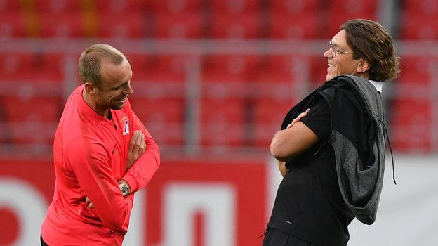 Роман Пилипчук и Денис Глушаков перед матчем. Фото «СЭ»
