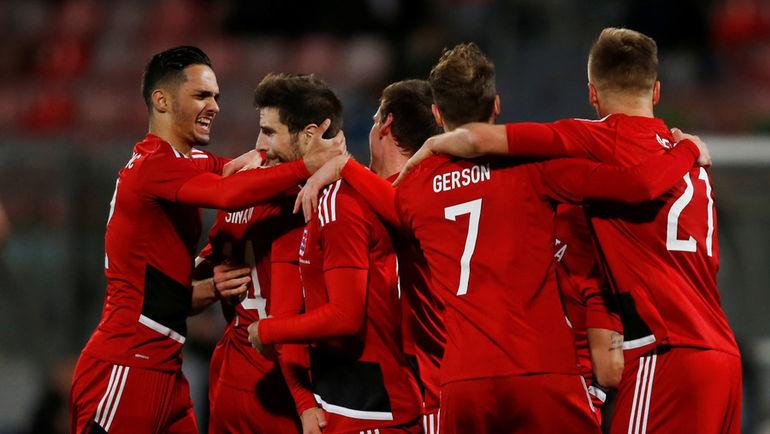 22 марта 2018 года. Игроки сборной Люксембурга празднуют первый забитый мяч национальной команды. Фото AFP