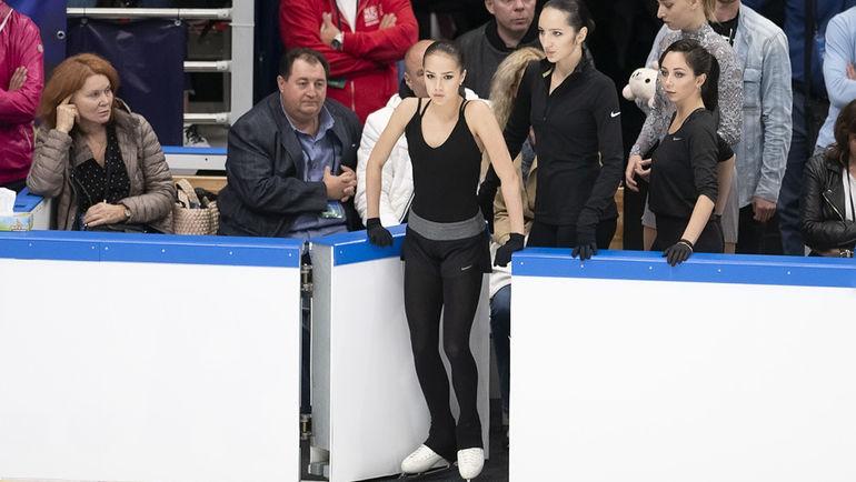 Алина Загитова (в центре). Фото Ксения Нуртдинова