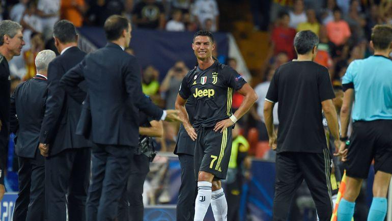 Слезы Криштиану Роналду после удаления в Валенсии. Фото AFP