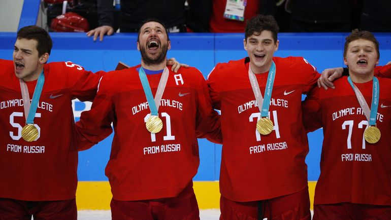 Илья Ковальчук (второй слева) после победы на Олимпиаде. Фото AFP