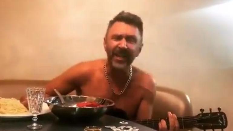 Старый хит Сергея Шнурова опять популярен.