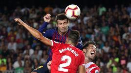 """23 сентября. Барселона. """"Барселона"""" - """"Жирона"""" - 2:2. 63-я минута. Жерар Пике сравнивает счет."""