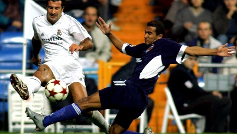2004 год. Бадр Эль-Каддури в борьбе с Луишем Фигу. Фото Reuters