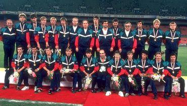 Сборная СССР после победы в финале футбольного турнира Олимпиады 1988 года в южнокорейском Сеуле.