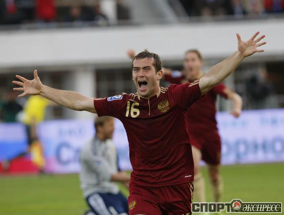 Александр КЕРЖАКОВ только что забил первый гол в матче.