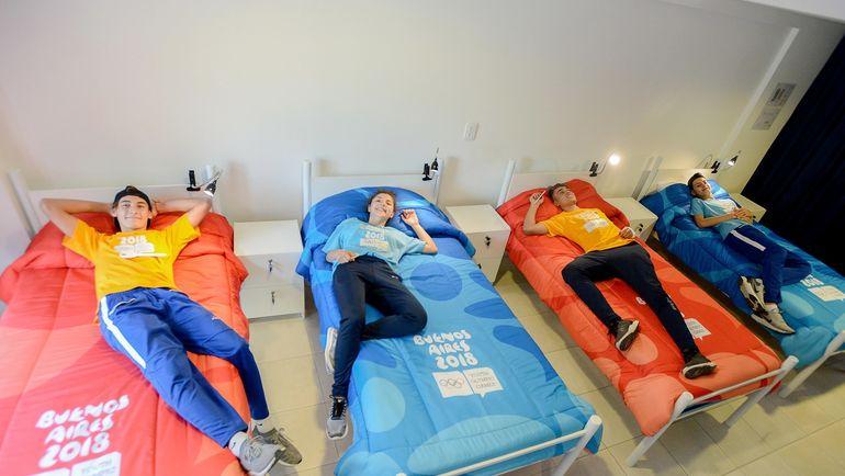 Молодые спортсмены обживаются на своих местах. Фото olympic.org
