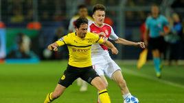 "3 октября. Дортмунд. ""Боруссия"" - ""Монако"" - 3:0. Александр Головин (справа) против Томаса Дилэйни."
