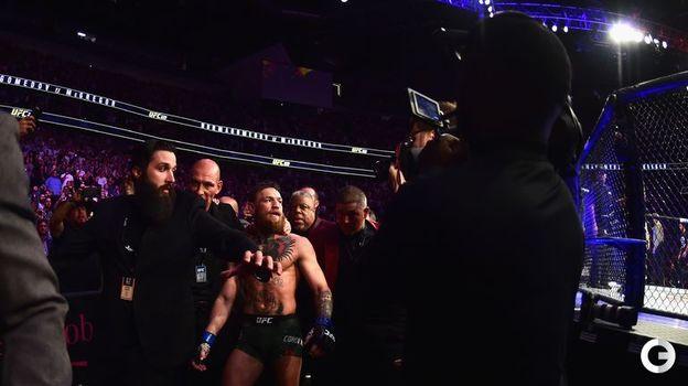 6 октября. Лас-Вегас. Главный бой турнира UFC 229. Конор Макгрегор во время массовой потасовки после боя. Фото AFP