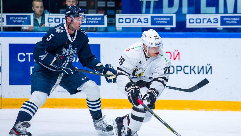 """Степан Захарчук (слева). Фото ХК """"Трактор"""""""