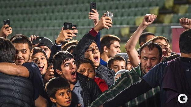 8 октября. Махачкала. Встреча Хабиба Нурмагомедова с болельщиками. Фото REUTERS