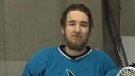 Канадский хоккеист врезался головой в борт и умер. Ужасающая история из-за океана