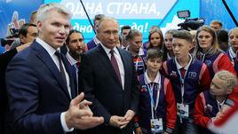 Президент РФ Владимир Путин и министр спорта Павел Колобков.