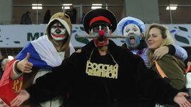 Россия - Швеция: маски-шоу на трибуне