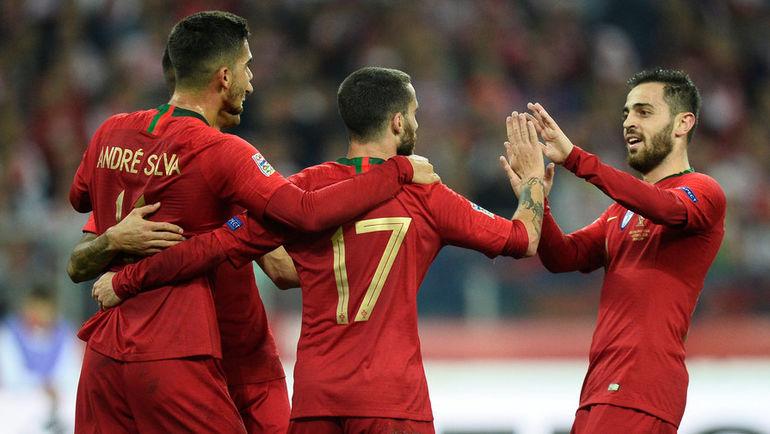 11 октября. Хоржов. Польша - Португалия - 2:3. Футболисты сборной Португалии. Фото Reuters