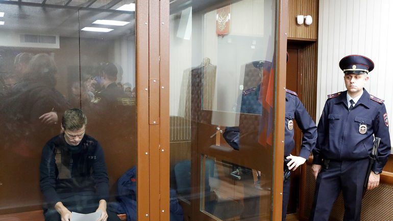 11 октября. Москва. Александр Кокорин во время заседания суда по своему делу. Фото REUTERS