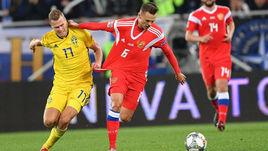 11 октября. Калининград. Матч Россия - Швеция. Виктор Классон (слева) и Денис Черышев.