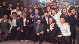 Александр и Кирилл Кокорин с друзьями из мира футбола на той самой свадьбе Алана Чочиева.
