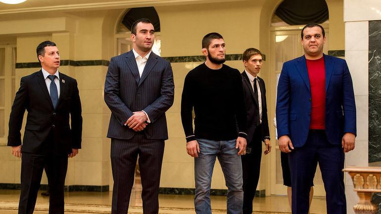 Губернатор Свердловской области Евгений Куйвашев и генеральный секретарь Федерации бокса России Умар Кремлев подписали соглашение о намерении строительства пяти Центров прогресса бокса в Свердловской области.