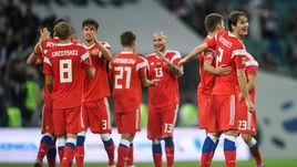 Воскресенье. Сочи. Россия - Турция - 2:0. Игроки российской команды празднуют победу.