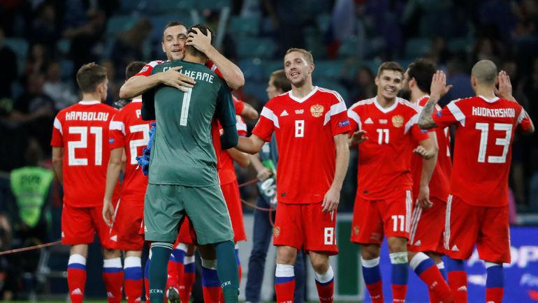 14 октября. Сочи. Россия - Турция - 2:0. Игроки российской сборной празднуют победу. Фото Reuters