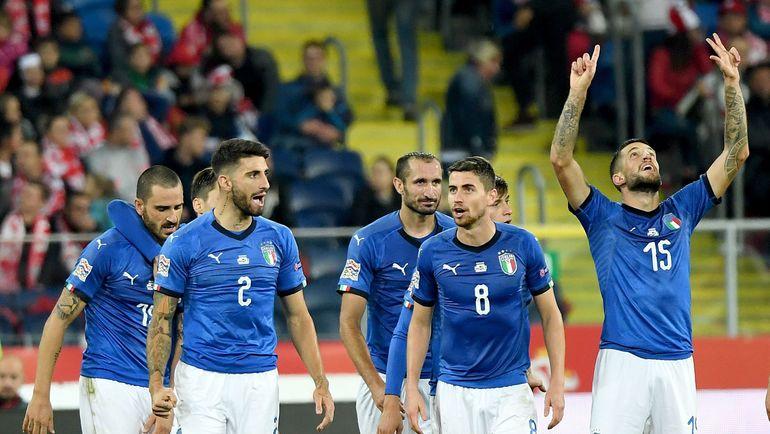 Воскресенье. Хожув. Польша - Италия - 0:1. Кристиано Бираги (№15) празднует вместе с партнерами по сборной Италии гол в ворота команды Польши. Фото AFP