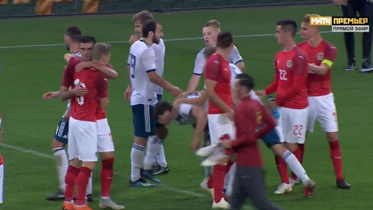 Потасовка после окончания матча между молодежными сборными России и Австрии.