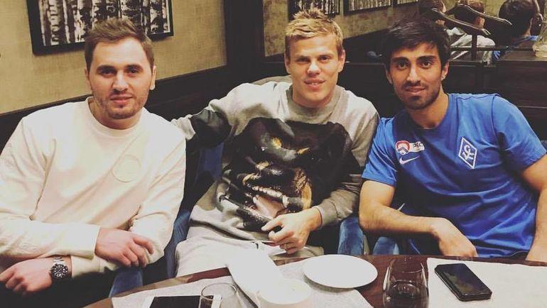 Александр Кокорин (в центре) со своим личным водителем и другом, еще одним фигурантом дела с двумя драками Геннадием Куропаткиным (слева) и Аланом Чочичевым. Фото Инстаграм