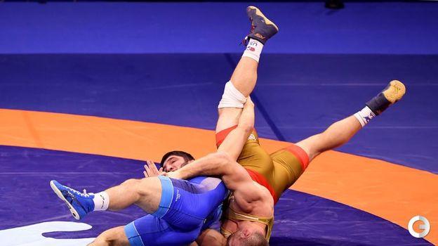 Абдулрашид Садулаев (в синем) - вольная борьба, до 97 кг. Фото AFP