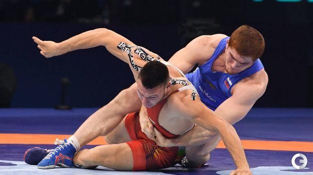 Муса Евлоев (в синем) - греко-римская борьба, до 97 кг. Фото AFP