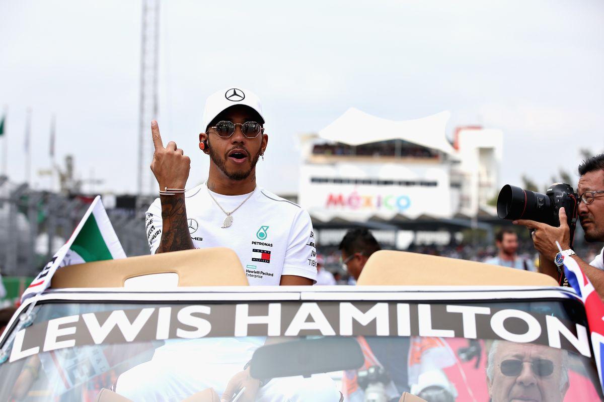 """Пятикратный. Король современной """"Формулы-1"""" сравнялся с величайшими"""