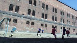 Футбольный матч в следственном изоляторе.