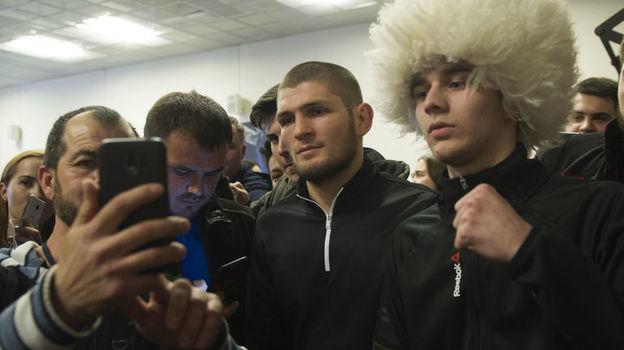 Хабиб Нурмагомедов обогнал Тимати по числу подписчиков в Инстаграме. У чемпиона UFC их теперь на 10 тысяч больше, чем у рэпера. Инстаграмы звезд