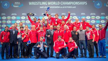 Михаил Мамиашвили (в центре) со сборной России.