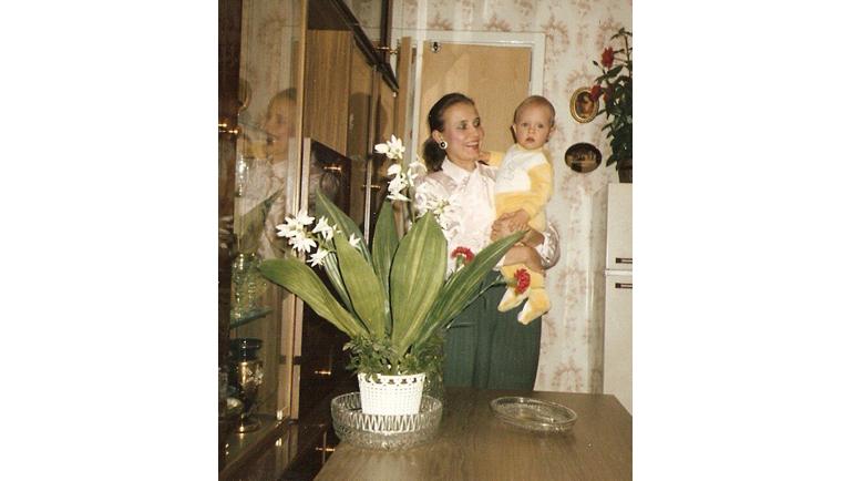 1991 год. Санкт-Петербург. Дарья Долгополова и ее мама Наталья Долгополова. Фото Из личного архива Дарьи Долгополовой