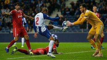 Гильерме пропустил два гола между ногами. Видео