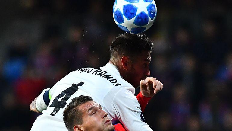 Серхио Рамос (№4) снова отличился со знаком минус. Фото AFP