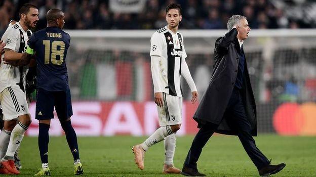 Ювентус - Манчестер Юнайтед - 1:2. Лига чемпионов, 7 ноября 2018, жест Жозе Моуринью, оскорбления болельщиков, провокация, скандал