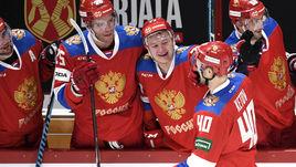 10 ноября. Хельсинки. Швеция - Россия - 1:4. Евгений Кетов празднует заброшенную шайбу вместе с партнерами по сборной.