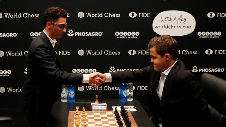 9 ноября. Лондон. Фабиано Каруана и Магнус Карлсен. Фото REUTERS