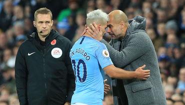 "11 ноября. Манчестер. ""Манчестер Сити"" - ""Манчестер Юнайтед"" - 3:1. Хосеп Гвардьола (справа) и Серхио Агуэро. Фото AFP"
