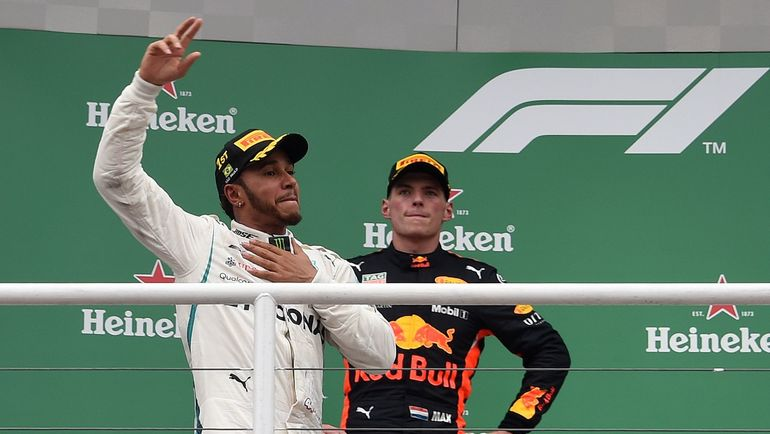 11 ноября. Сан-Паулу. Льюис Хэмилтон (на переднем плане) и Макс Ферстаппен. Фото AFP