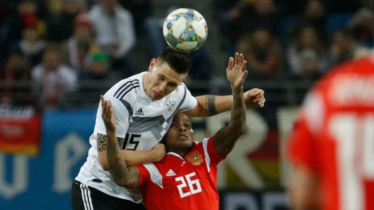5 ноября. Лейпциг. Германия – Россия – 3:0. Ари (№26) против Никласа Зюле. Фото AFP