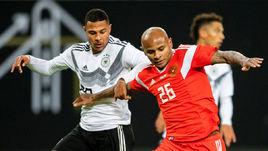15 ноября. Лейпциг. Германия - Россия - 3:0. Ари дебютировал в сборной России.