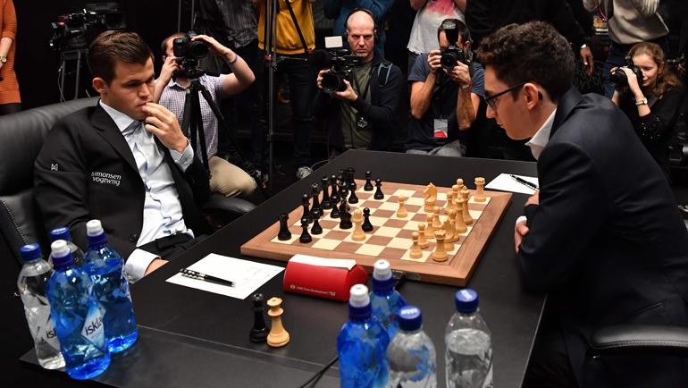 Магнус Карлсен (слева) и Фабиано Каруана. Фото AFP